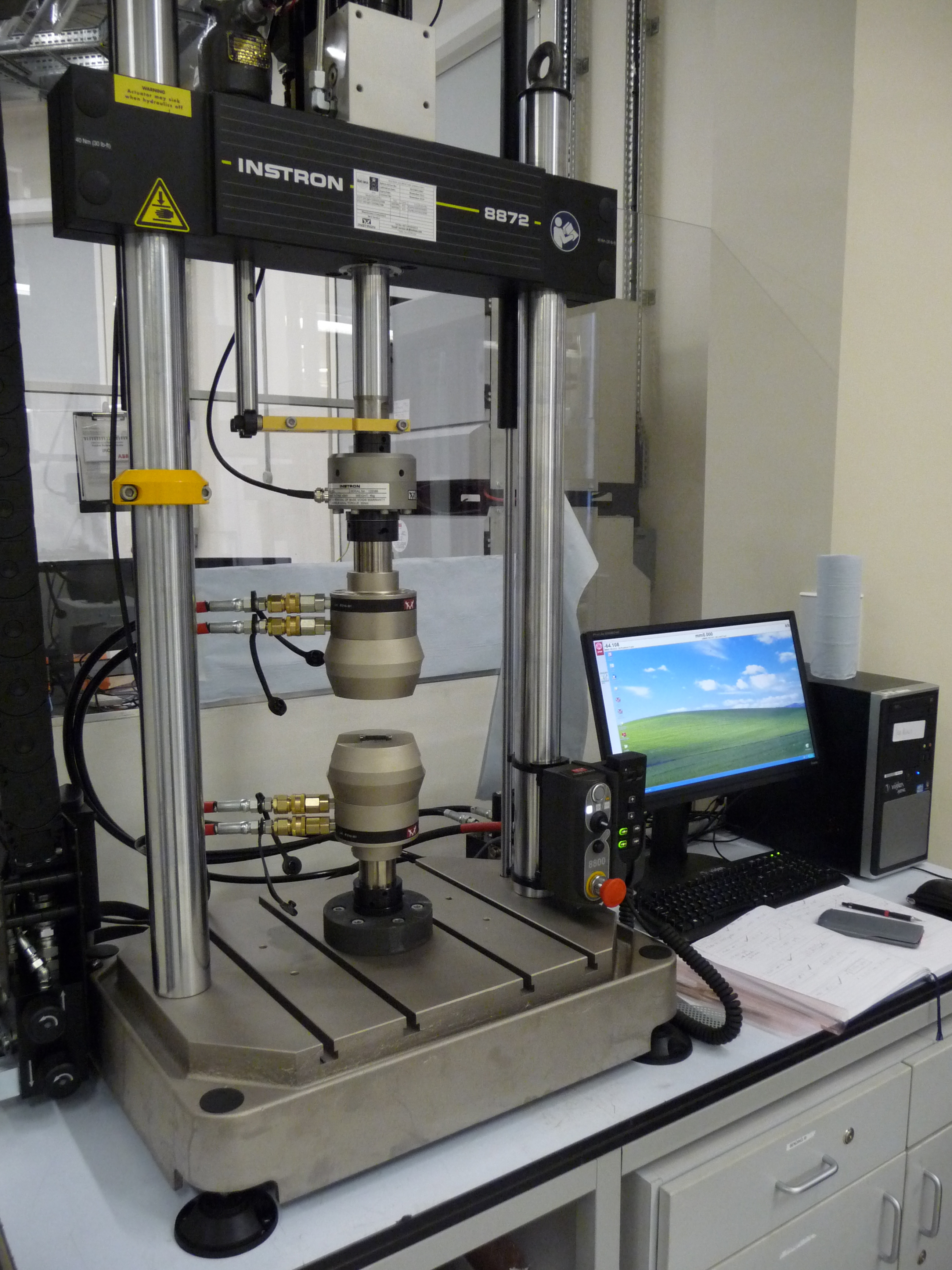 Instron table-mounted servo-hydraulic test machine